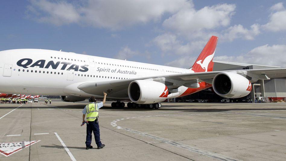 A380 von Qantas: Nach schweren Turbulenzen hat die Fluggesellschaft bei einer Routineuntersuchung 36 Risse in den Tragflächen gefunden