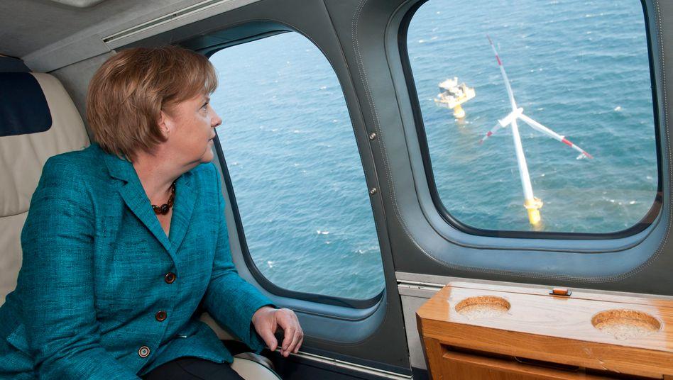 Baltic 1: Die Kanzlerin überfliegt den Offshore-Windpark vor der Ostseeküste