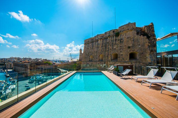 UMGEPOOLTAus der alten Festung wurde ein Luxushotel
