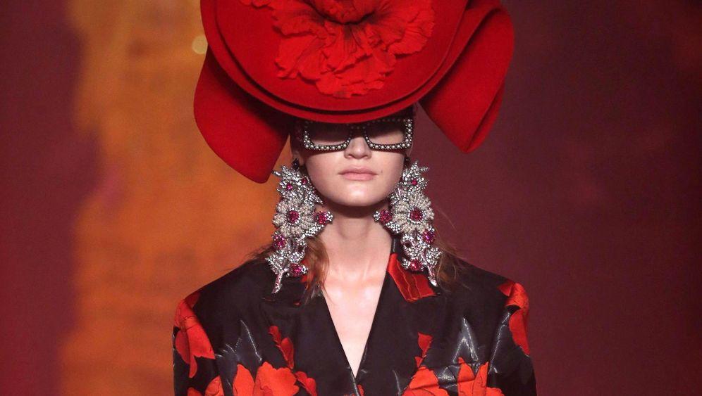 Modewoche in Mailand mit Gucci, Prada und Co: Mit Karussell-Fahrt und Anziehpuppen