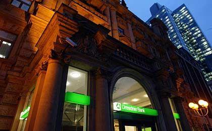 Seit einem Jahr rote Zahlen: Die Dresdner Bank leidet stärker unter der Finanzkrise als etwa die Postbank oder die Commerzbank