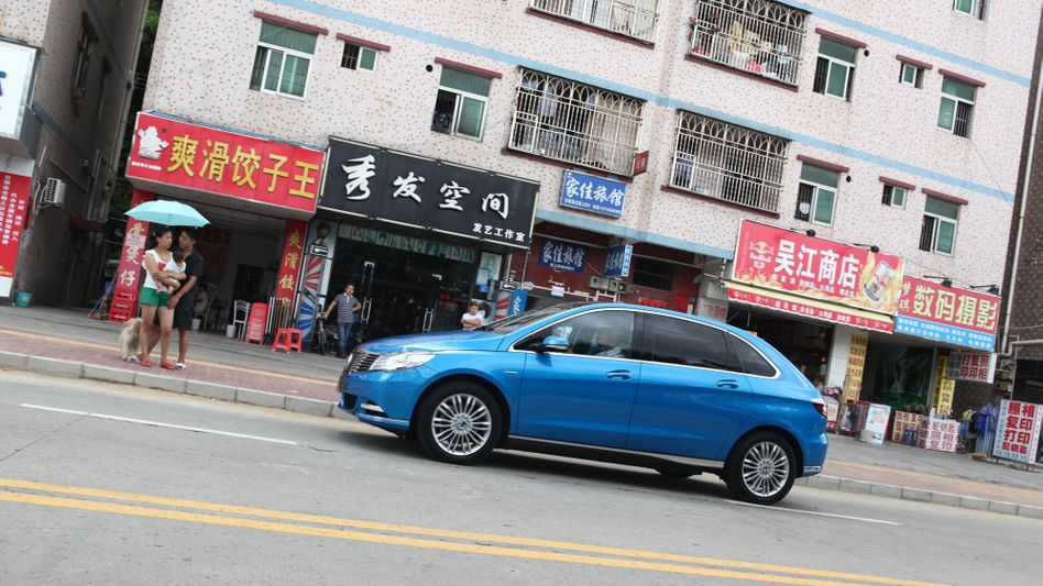 Elektroauto der Marke Denza, einer Kooperation von Daimler mit dem chinesischen Konzern BYD