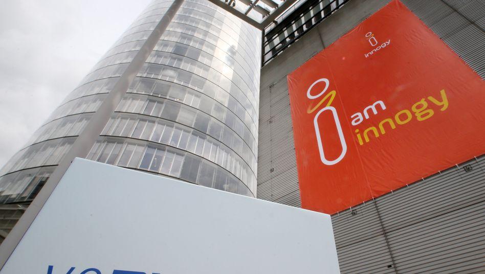 Firmenschilder von RWE und Innogy in Essen