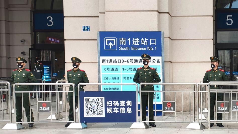 Bahnhof in Wuhan, China: In der chinesischen Stadt Wuhan tauchte das Coronavirus im Dezember weltweit zum ersten Mal auf