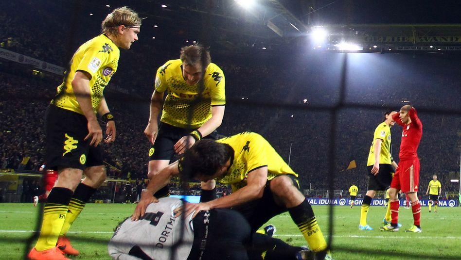 1:0 gegen München: BVB-Torwart Weidenfelder hält den Ball fest. Anleger wollen die BVB-Aktie jedoch eher nicht halten