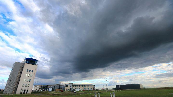 Flughafen Magdeburg-Cochstedt: Statt in die Sonne in die Pleite