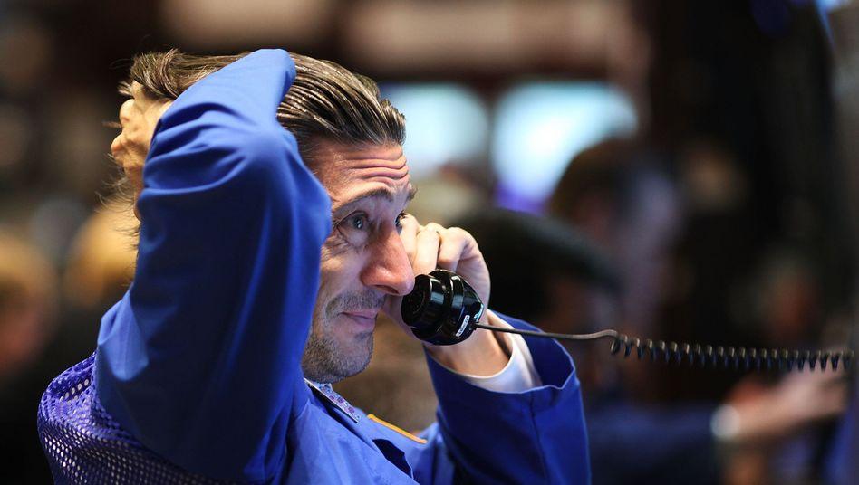 Zittern an der Börse: Der Dow Jones kommt nicht recht voran, und der Dax fällt prompt zurück ins Minus