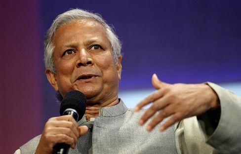 Milder Mahner: Harte Worte findet Yunus selten - er will die Menschen im Guten überzeugen. Oft trägt er das traditionelle Hemd, die Kurta, sowie ein Jacket.