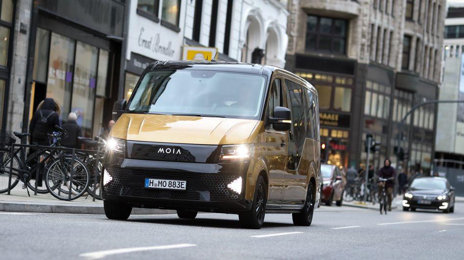 Bis zu 500 elektrisch betriebene Moia-Fahrzeuge sollen innerhalb des nächsten Jahres in Hamburg fahren.
