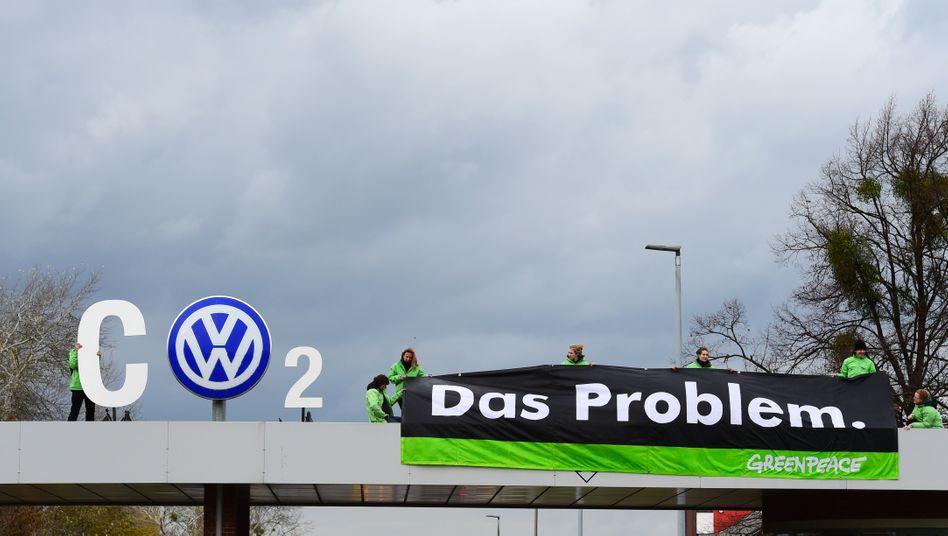Kundgebung vor VW-Werk in Wolfsburg: Der Kohlendioxid-Ausstoß eines Autos ist ein wichtiges Kriterium für die Berechnung der Kfz-Steuer.