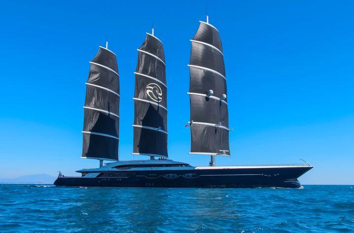 Schick in Schwarz: Die Segelyacht Black Pearl