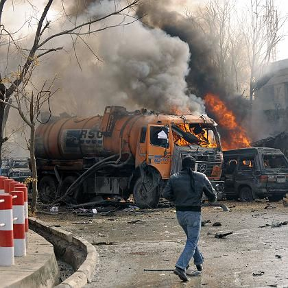 Anschlag auf deutsche Dilomatenfahrzeuge: Selbstmordattentäter sprengt sich nahe deutscher Botschaft in Kabul in die Luft