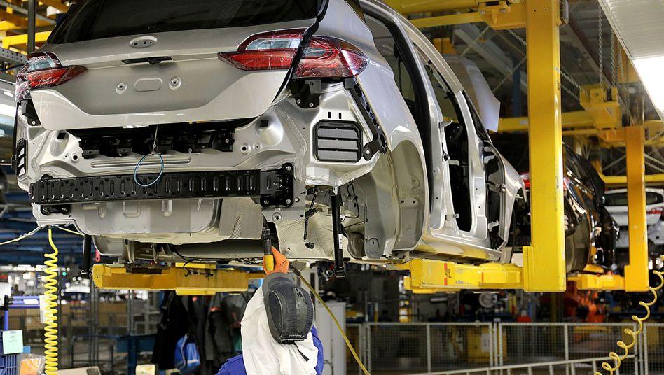 """Autoproduktion bei Ford in Köln: Die Diskussion über eine neue """"Abwrackprämie"""" trägt nicht dazu bei den Autoabsatz anzukurbeln."""