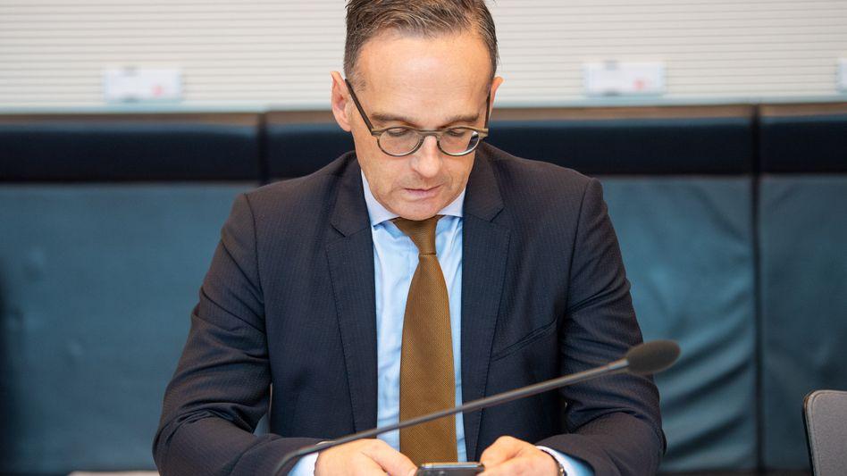 Außenminister Heiko Maas am Handy (Archivaufnahme)