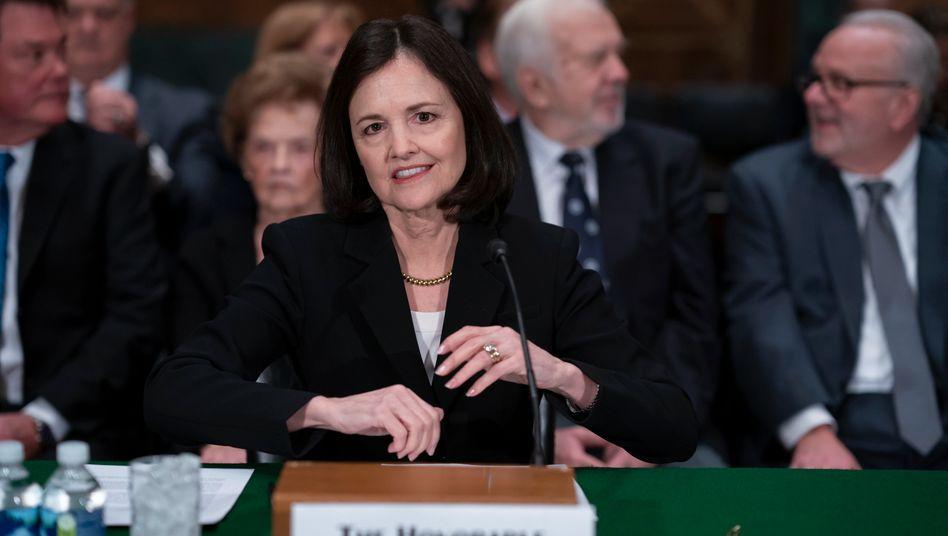 Judy Shelton bei einer Anhörung vor dem Bankenausschuss des Senats im Februar