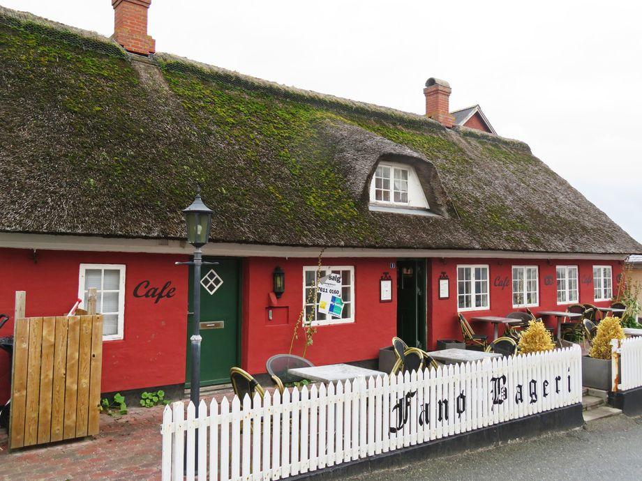 Die reetgedeckten Häuser inNordby auf Fanø strahlen eine gelassene Gemütlichkeit aus