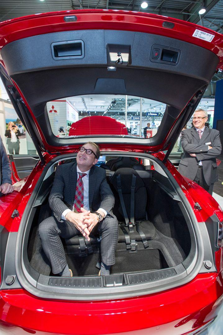 Ein Bild aus glücklichen Tagen: Alexander Dobrindt, Chef des Königlich-Bayerischen Kraftfahrt-Amts (KBKA)