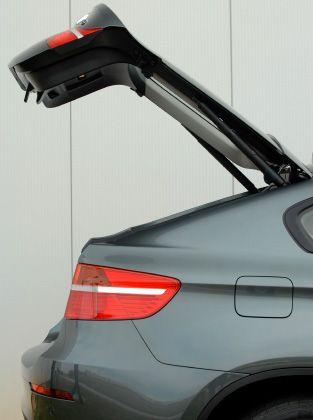 Platzwunder: Bis zu vier Golfbags oder drei Mountainbikes passen in den neuen X6