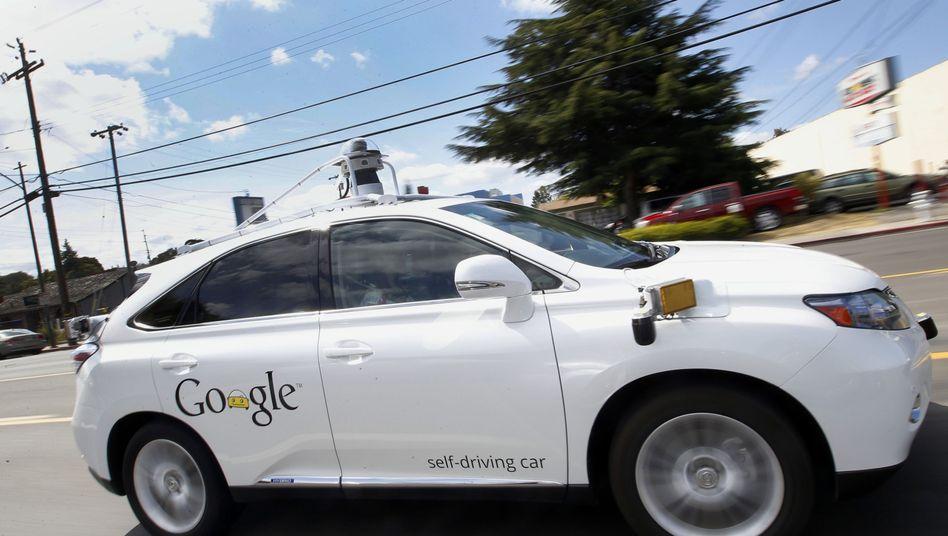 Googles selbstfahrendes Auto: Der Datenkonzern räumt Unzulänglichkeiten ein
