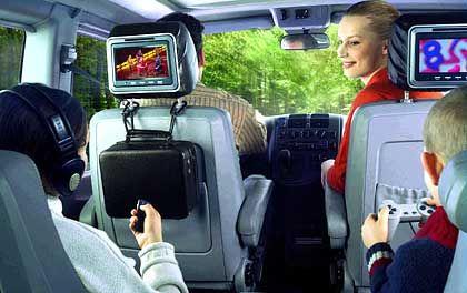 Lange Autofahrten werden zum Kinderspiel: Die Monitore des Multimediasystems von Sevic sind an den Kopfstützen der Vordersitze untergebracht