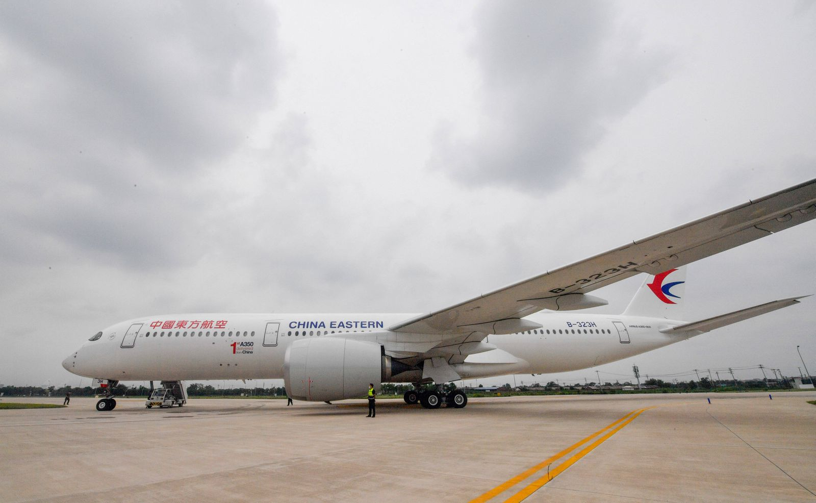 (210721) -- TIANJIN, July 21, 2021 -- Photo taken on July 21, 2021 shows an Airbus A350 aircraft delivered to China East