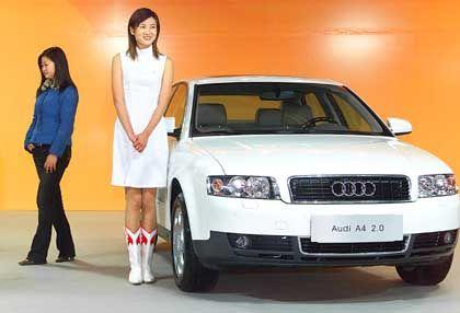 Zukunftsmarkt: Hostess und Audi in unschuldigem Weiß