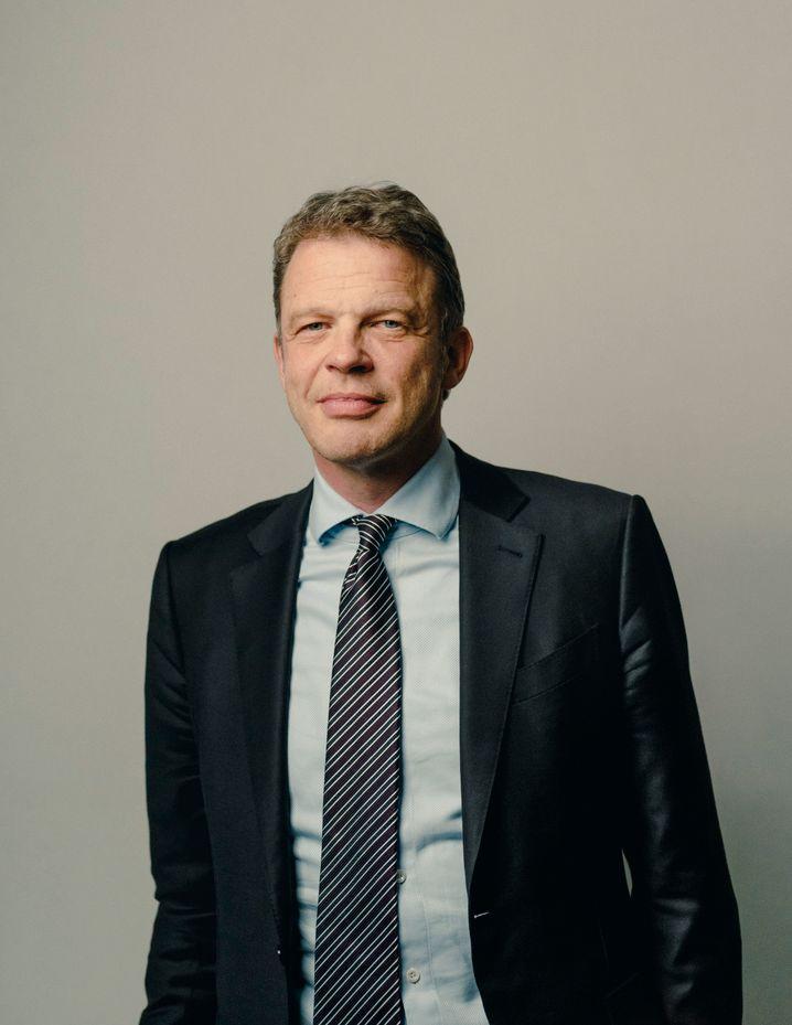 Höhenflug: Früher als erwartet hat Christian Sewing eine Vertragsverlängerung als Deutsche-Bank-Chef erhalten – gleich für fünf Jahre