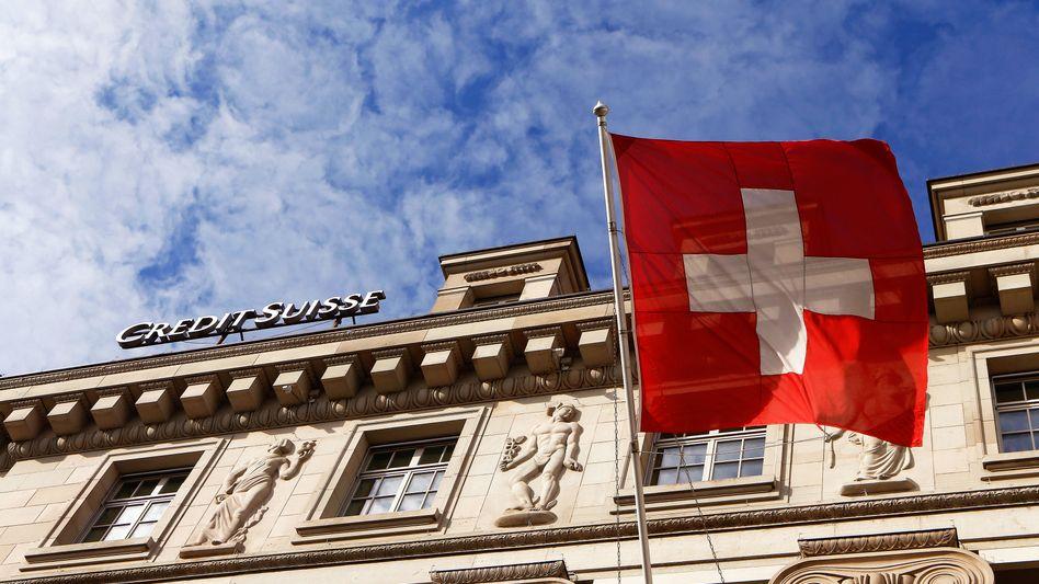 Patriotisch beflaggt: Filiale der Credit Suisse in Luzern