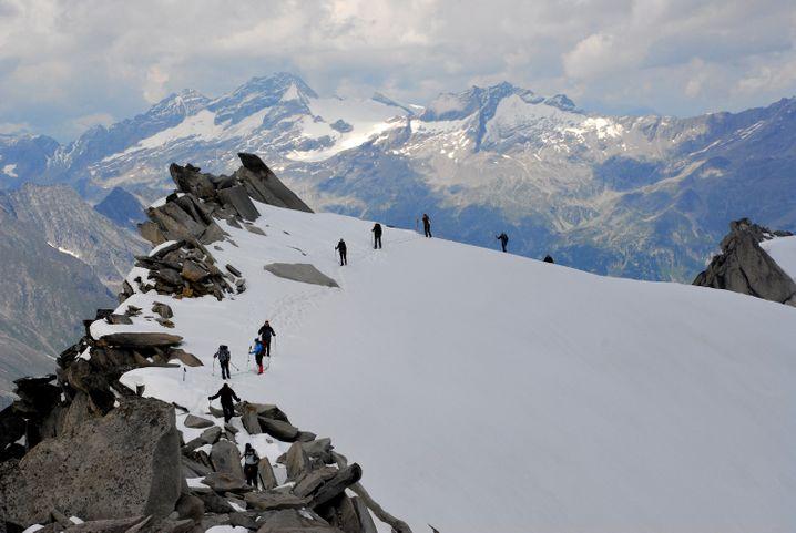 Nah am Abgrund: Am Gipfel des Schwarzenstein wird das Gelände noch einmal etwas ausgesetzter.