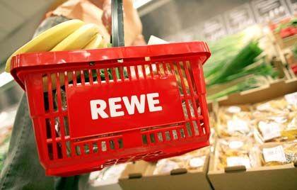 Einkauf bei Rewe: Bald auch die hauseigene Frauenpresse im Korb?