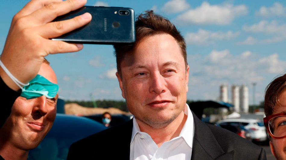 Tesla-Chef Elon Musk auf Baustellenbesuch in Grünheide am 3. September