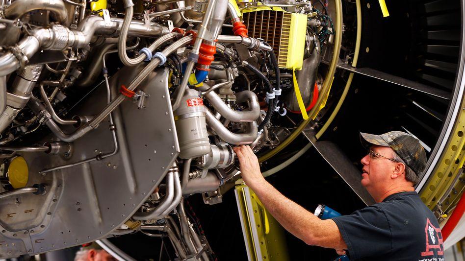Die internationale Krise der Luftfahrt setzt General Electric, das auch Flugzeugturbinen herstellt, arg zu.