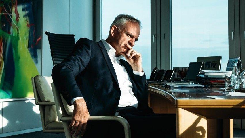 Lange Sitzzeit:Seit 2010 istJohannes Teyssenan der Spitze von Eon. Zum Ende seiner Amtszeit (bis 2021) bekommt es der Jurist noch einmal mit einem hartnäckigen Gegner zu tun: Covid-19.