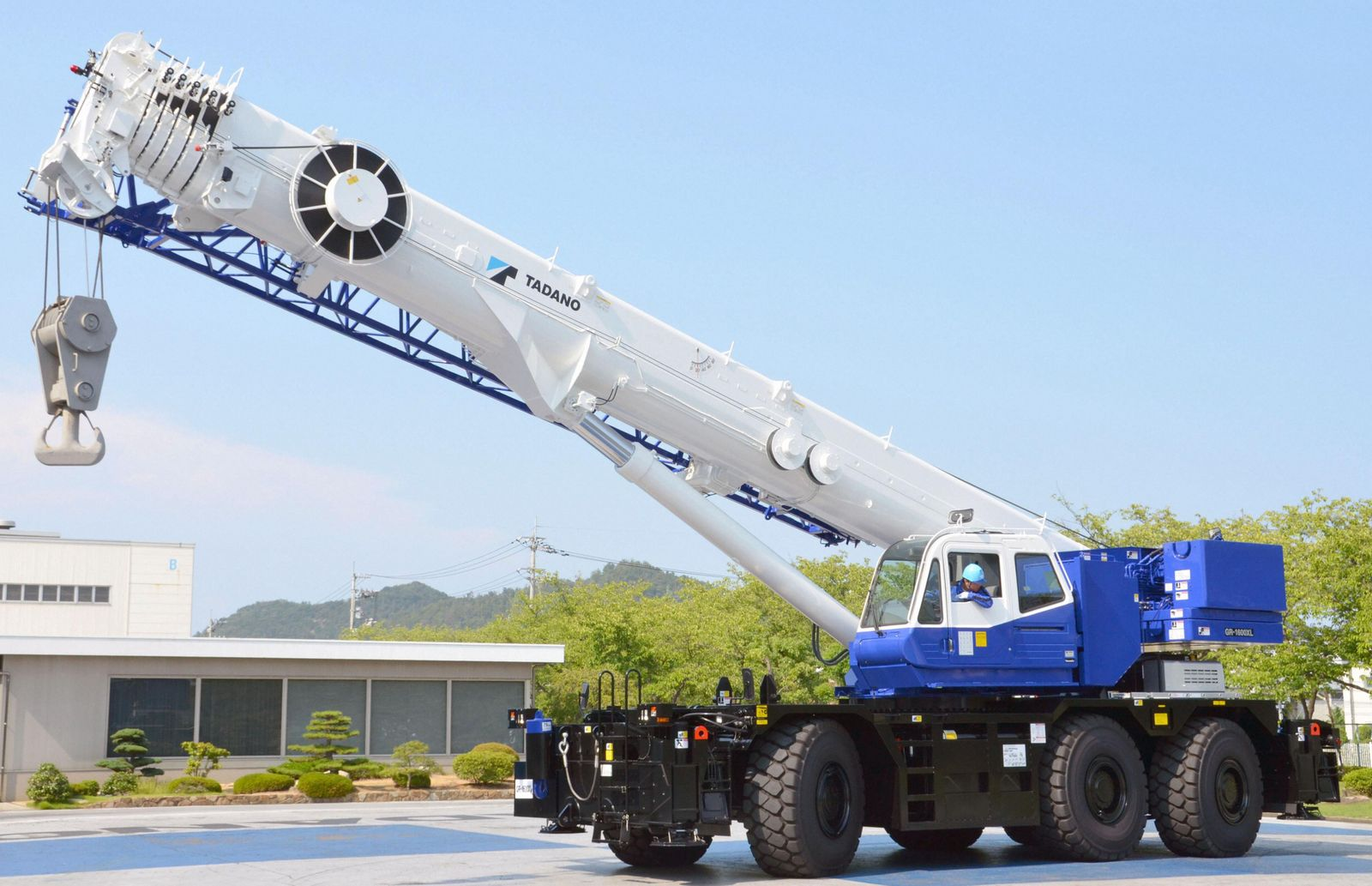 Powerful crane