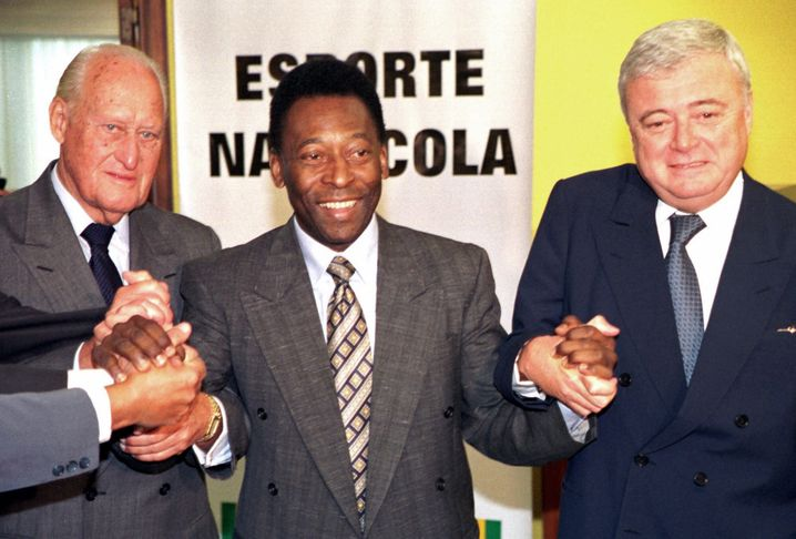 Brasilianischer Fußball-Adel: Ricardo Teixeira, damals Chef des Fußballverbands des Landes, mit Pelé und Ex-Fifa-Chef Joao Havelange (links)