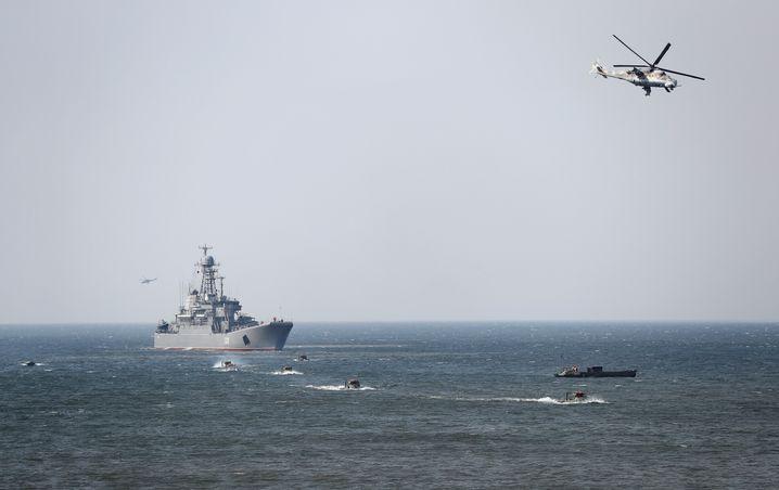 Die russische Marine hat just in dieser Woche in der Ostsee ein großes Militärmanöver begonnen. Etwa 70 Schiffe, 10.000 Soldaten und 58 Flugzeuge sollen an der neuntägigen Übung beteiligt sein.