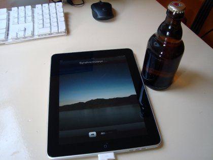 Größenvergleich: Das iPad im Vergleich zu einer Flasche Bier