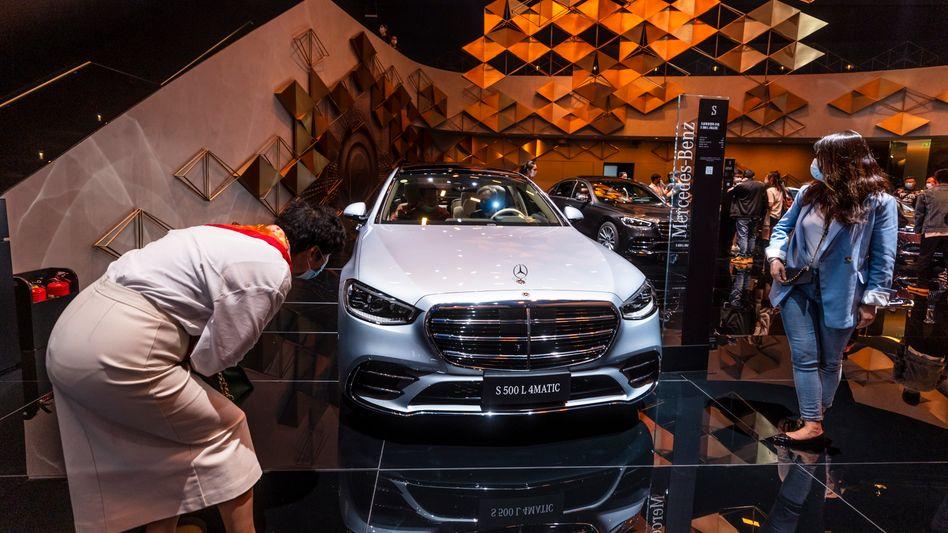 Es hätte noch mehr sein können: Die Modelle von Daimler (hier auf der Automesse in Shanghai) waren im ersten Halbjahr sehr gefragt