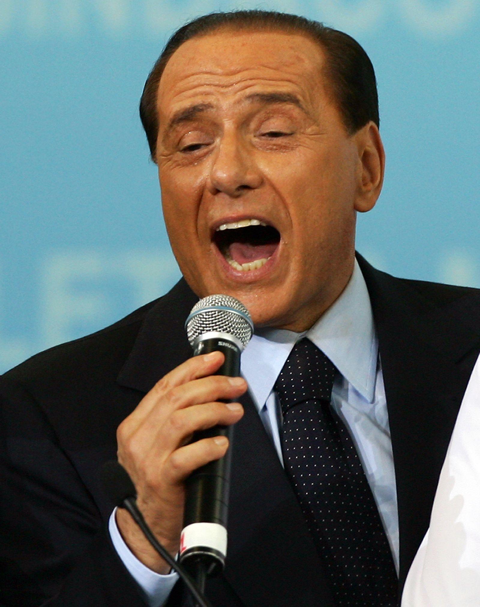 Berlusconi / singend