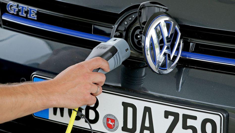 Favorit im Dax: VW legt Pläne für eine neue Batteriefabrik vor - die Anleger freut es