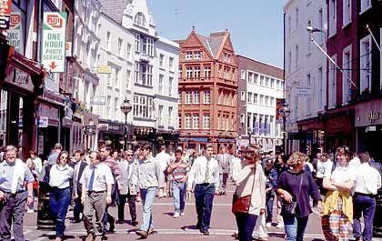 Grafton Street in Dublin: Mehr Wirtschaftswachstum, mehr Geld, mehr Geschäfte