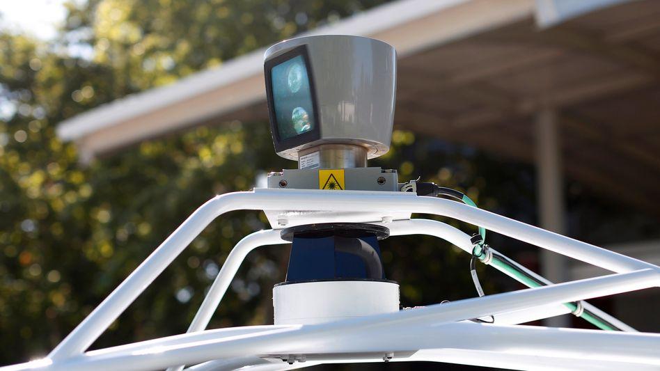 Sensor auf einem Roboterauto von Google: Der IT-Riese scannt die Autobranche auf mögliche Partner für seine Roboterauto-Entwicklungsabteilung