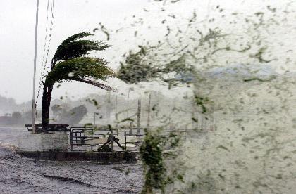 Vier Naturkatastrophen in kurzer Folge:Die Hurrikans Charley, Frances, Ivan und Jeanne verursachten Sachschäden von historischen Ausmaßen