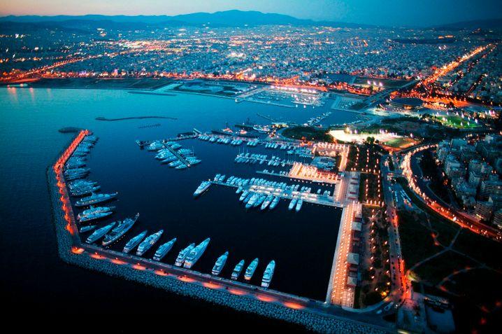 Luxus-Yachthafen nahe Athen: Nicht allen Regionen Griechenlands geht es so gut, deshalb stehen dem Land 35 Milliarden Euro EU-Fördergeld in den nächsten Jahren zur Verfügung