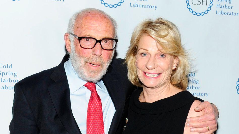 Nicht mit dem Finanzamt gerechnet: Renaissance-Mitgründer Jim Simons (im Bild von 2017 mit Ehefrau Marilyn Simons) gilt als Renditekönig der Wall Street und Mathematikgenie