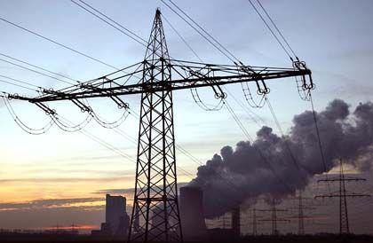 In der Hitliste der nachhaltig wirtschaftenden Firmen vorgerückt: RWE etabliert sich trotz Braunkohlekraftwerke wie hier im Rheinland im Dow Jones Sustainability Index