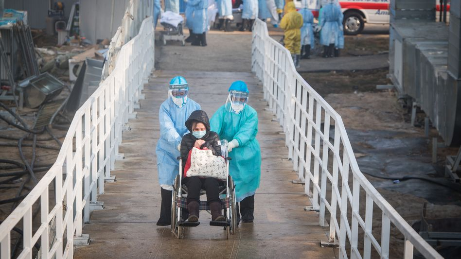 Patient in Wuhan: In Wuhan stirbt im Schnitt jeder 20. Infizierte an der Lungenkrankheit, insgesamt ist die Sterblichkeitsrate aber deutlich niedriger