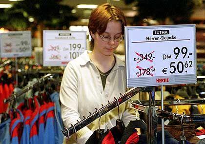 Kandidat 10: Einzelhandel. Die deutschen Händler nutzten die Euro-Einführung zu erheblichen Preiserhöhungen, erhielten aber von den Kunden die Quittung.