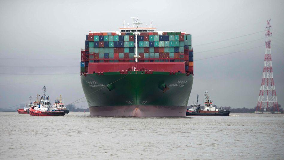 """Riesenfrachter """"CSCL Indian Ocean"""" in Hamburg: Ab welchem Punkt ist Größe nicht mehr wirtschaftlich?"""