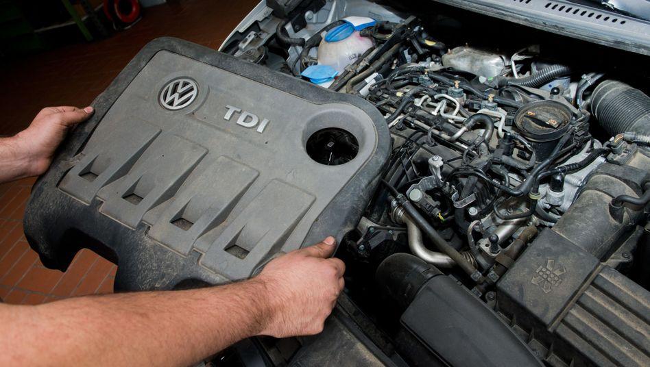 Das Bild zeigt einen vom Abgasskandal betroffenen Dieselmotor vom Typ EA 189. Auch in dem Nachfolgemodell EA 288 soll Volkswagen eine Software verbaut haben, die möglicherweise eine illegale Abschaltvorrichtung darstellt.